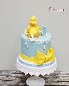 Rubber duck birthday - cake by Naike Lanza - CakesDecor Toddler Birthday Cakes, Birthday Cake Girls, 2nd Birthday, Rubber Duck Cake, Rubber Ducky Birthday, Bebe Shower, Frozen Cake, Girl Cakes, Fancy Cakes