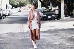 The Talking Lipstick » Pink Fall. Pink outfit. Winter outfit 2017. How to style a white dress. SheIn.com outfit. White dress, pink outwear, mirror shades, pink bag & white sneakers. Fashion inspo 2017.Outfit rosa. Outfit de invierno inspo 2017. Outfit de SheIn.com . Vestido blanco, sueter rosa, bolsa rosa, tenis blancos y lentes de espejo. Inspiración de moda 2017.