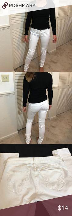 Hollister white super skinny jeans Hollister white super skinny stretch jeans EUC size 3R w26L31 look like new Hollister Jeans Skinny