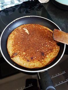 Aksamitny omlet twarogowy na słodko - Mocne Kalorie Omelet, Food Photo, Cornbread, Diet Recipes, Pancakes, Good Food, Food And Drink, Cooking, Breakfast