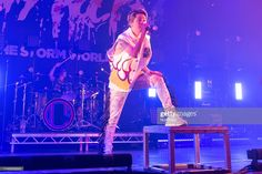 ニュース写真 : Takahiro Moriuchi, Taka of the Japanese rock band. Takahiro Moriuchi, One Ok Rock, Rock Bands, Japanese, Concert, Amor, Japanese Language, Concerts