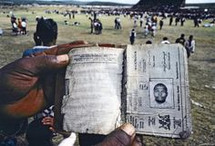 This photo depicts one of the reference books which all South African blacks were once required to carry. Such a passbook, mandatory under apartheid-era laws, determined where its holder could live and work. End Of Apartheid, African National Congress, South Afrika, New South, Black Women Art, Historical Pictures, African History, Black And White Pictures, Africa Travel