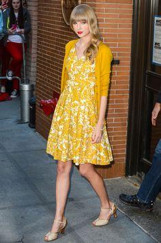 Google Afbeeldingen resultaat voor http://www.glamour.com/images/fashion/2013/08/01-Taylor-Swift-Dress-Cardigan-h724.jpg