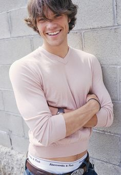 My favorite thing about young Jared Padalecki is that he sometimes couldn't find clothes that fit. Jared Padalecki Supernatural, Supernatural Actors, Supernatural Seasons, Misha Collins, Macho Alfa, Jensen And Misha, Jensen Ackles Young, Winchester Boys, Winchester Brothers