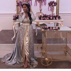 Caftan 2018 VIP - Caftan Marocain Haute Gamme A Vendre - Weddings: Dresses, Engagement Rings, and Ideas Kaftan Moroccan, Moroccan Bride, Moroccan Wedding, Engagement Dresses, Wedding Dresses, Arabic Dress, Oriental Dress, Caftan Dress, Vintage Bridal