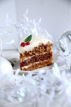 Piparkakun makuinen porkkanakakku - Suklaapossu Food N, Food And Drink, Sweet And Salty, Something Sweet, Vanilla Cake, Sweet Recipes, Tiramisu, Buffet, Recipies