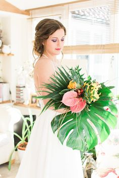Wallflower Photography teamed up with other local vendors in Scotland to bring us this fun, vibrant tropical styled shoot.