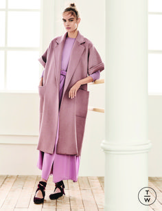 Max Mara Pre-Fall 2019 Collection - Vogue The complete Max Mara Pre-Fall 2019 fashion show now on Vogue Runway. Fall Fashion Trends, Fashion Week, Love Fashion, Trendy Fashion, Autumn Fashion, Fashion Design, Fashion Coat, Petite Fashion, Cheap Fashion