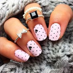 Soon the lovers' party: 45 ideas of nail art Valentine's Day special nail art Saint Valentin vernis rose pastel pois coeurs noirs - Nail Designs Gorgeous Nails, Pretty Nails, Cute Easy Nails, Amazing Nails, Simple Nails, Love Nails, Nail Art Instagram, Free Instagram, Valentine's Day Nail Designs