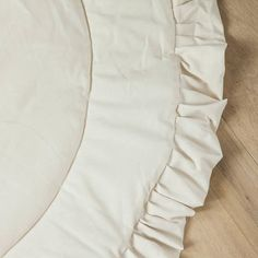A padded baby playmat with a soft inside layer and ruffle finish. Perfect for teepees, can be used as a nursery rug, playing mat or kids room rug. Made of beige colour cotton. Diameter 110 cm (43.3) Can be washed at 30 C
