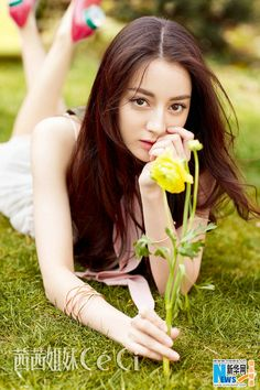 Dili Reba poses for fashion magazine | China Entertainment News