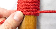 Paracord is one of the essentials of life. DG How to make a paracord handle wrap. A few tips. Paracord Knife Handle, Rope Knots, Walking Sticks And Canes, Paracord Bracelets, Paracord Ideas, Knot Bracelets, Survival Bracelets, Diy Bracelet, Micro Macramé