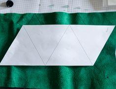 Guten Morgen Ihr Lieben! Heute habe ich, Caro , mich mal dem Material Leder gewidmet und eine dreieckige Geldbörse daraus gemacht. Die...