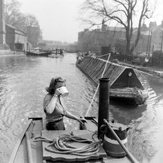 Canal Barge, Canal Boat, Old Photos, Vintage Photos, Birmingham Canal, Narrowboat Interiors, Shanty Boat, Narrow Boat, Victorian London
