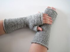 Big gauge fingerless mitts with no fancy pattern (not even ribbing!). They will be finished in no time - perfect for a last minute gift.