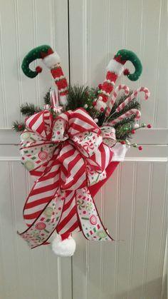 Christmas Mesh Wreaths, Christmas Door Decorations, Christmas Items, Christmas Projects, Christmas Fun, Christmas Stairs, Easter Wreaths, Rustic Christmas, Winter Floral Arrangements