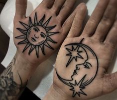 A beautiful sun and moon hand palm tattoo done by if you like oldschool tattoos, black art tattoos check our our hoodie with beautiful old school designs. Luna Tattoo, Moon Sun Tattoo, Tattoo Owl, Tattoo On Face, Tattoo Sister, Tattoo Ribs, Chest Tattoo, Mandala Tattoo, Hand Tattoos