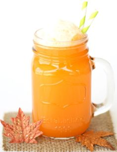 Celebrate the Fall Season with this delicious punch! This yummy Orange Fall Party Punch Recipe is the perfect addition to your parties! Just 3 ingredients! Pumpkin Spice Muffins, Pumpkin Spice Cake, Pumpkin Cheesecake, Pumpkin Carving, Crockpot Hot Chocolate, Hot Chocolate Recipes, Betty Crocker, Candy Corn, Orange Punch