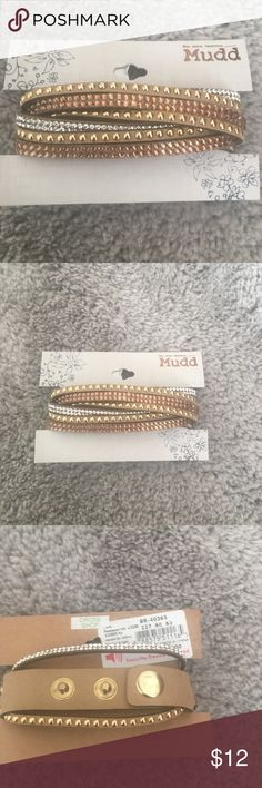 Neutral Color Bracelet Set This beautiful everyday Mudd bracelet set is neutrally colored with silver gold and bronze gems/ beads. It is new with tags - has never been worn and is in gorgeous condition. 😊 Mudd Jewelry Bracelets