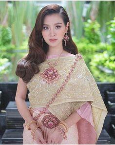 Ideas Dress Elegant Gold Beautiful For 2019 Traditional Thai Clothing, Traditional Fashion, Traditional Dresses, Trendy Dresses, Elegant Dresses, Vintage Dresses, Fashion Dresses, Thailand National Costume, Thai Wedding Dress
