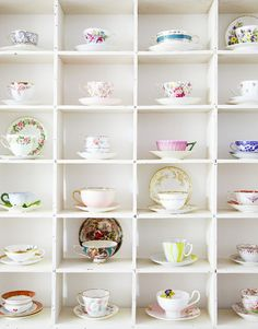 we have so many vintage cups and saucers, I should make one of these!