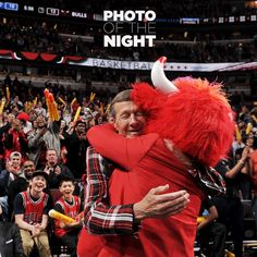 Craig Sager made his return to the NBA sidelines after an 11-month battle with cancer and shares a tender moment with Benny the Bull.