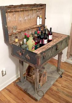 Suitcase Decor – Unusual Home Decor Ideas – farmhouse decor diy craft ideas Decoration Design, Decoration Table, Farmhouse Side Table, Farmhouse Decor, Repurposed Furniture, Diy Furniture, Furniture Stores, Furniture Plans, Antique Furniture