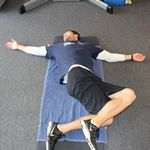 10 Essential Stretches for Triathletes Flexibility is crucial to maximizing your triathlon potential. Make sure you stay limber and injury-free with these stretches every triathlete should do. Sprint Triathlon Training Plan, Men's Triathlon, Triathlon Motivation, Workout Motivation, Tri Workout, Triathlon Transition, Half Ironman, Yoga Poses For Men, Triathalon