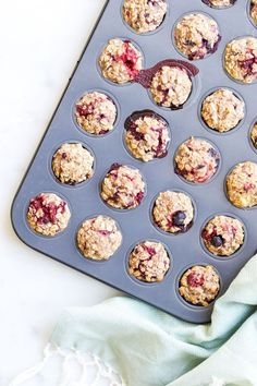 These baked oatmeal cooks are a fantastic on the go breakfast. Perfect for baby led weaning and kids. Sweetened only with fruit. Healthy Meals For Kids, Healthy Breakfast Recipes, Kids Meals, Healthy Snacks, Health Breakfast, Baby Meals, Baby Foods, Breakfast Bites, Breakfast Options