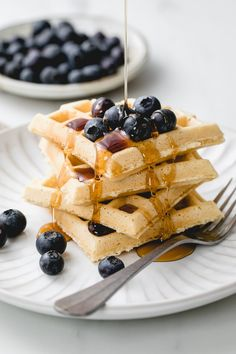 My favorite quick and easy vegan waffles recipe. Crispy on the outside, light and fluffy on the inside, made with 5 simple ingredients and ready in about 15 minutes! Perfect for breakfast, brunch, lunch or dinner. Oil free and gluten free option! #waffles #vegan #nondairy #eggless #healthy #breakfast #veganrecipes Vegan Waffle Recipe Easy, Waffle Recipes, Vegan Recipes Easy, My Recipes, Vegetarian Recipes, Vegan Foods, Vegan Dishes, Eggless Recipes, Vegan Comfort Food
