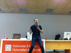 Dando comienzo a mi ponencia en la Jornada del Observatorio Comunicación en Cambio en la Universidad de Alicante