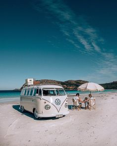 10 Models of Volkswagen Vans That are Suitable for Camping and Photo Taking - Camper Life Vw Camper Bus, Vw Caravan, T1 Bus, Camper Life, Volkswagen Transporter, Transporter T3, Volkswagen Jetta, Vintage Volkswagen Bus, Volkswagen Interior