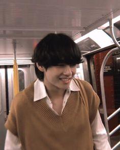 """ our baby bear 😭😭😭😭💔💔💔💔"" Daegu, Foto Bts, Bts Photo, K Pop, V Smile, V Bts Wallpaper, Kim Taehyung, Bts Aesthetic Pictures, Most Handsome Men"