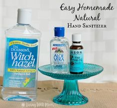 Easy Homemade Hand Sanitizer Recipe Looking for a natural hand sanitizer for your kids? This HOMEMADE hand sanitizer has 3 simple all-natural ingredients and you won't believe how easy it is to make! Plus it moisturizes skin instead of drying! Home Made Hand Sanitizer, Natural Hand Sanitizer, Alcohol Free Hand Sanitizer, Best Hand Sanitizer, Diy Cleaning Products, Cleaning Hacks, Aloe Vera, Crunches Challenge, Solution Hydro-alcoolique