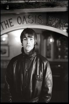 Image discovered by Iasmin. Find images and videos about oasis and liam gallagher on We Heart It - the app to get lost in what you love. Liam Gallagher Oasis, Noel Gallagher, Liam Gallagher 1994, Banda Oasis, Liam And Noel, Oasis Band, Music Photographer, Eye Of The Storm, One Ok Rock