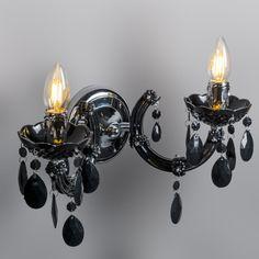 Aplique MARIE THERESA 2 negro Elija este clásico atemporal para decorar cualquier sala de su casa. La combinación de los colgantes con los dos brazos hace de este modelo un diseño exquisito.