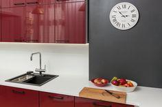 Keittiösuunnittelussa voi käyttää rohkeasti myös värejä!