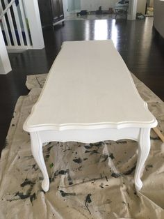 See the transformation with this beautiful chalk paint coffee table makeover. When furniture needs a refresh, chalk paint is a great option. Garden Coffee Table, Diy Coffee Table, Decorating Coffee Tables, French Provincial Table, French Provincial Furniture, Coffee Table Refinish, Coffee Table Makeover, French Country Coffee Table, Chalk Paint Table