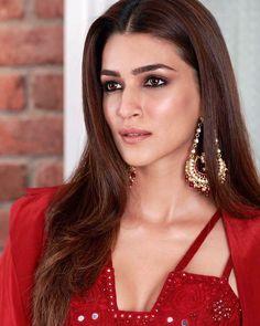 Indian Bollywood Actress, Indian Actresses, Actors & Actresses, Diwali Outfits, Beauty Portrait, Indian Celebrities, Beauty Full Girl, Beautiful Indian Actress, Sexy Women