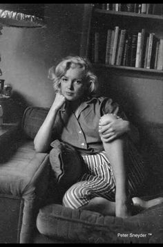 Hollywood Glamour, Hollywood Actresses, Classic Hollywood, Old Hollywood, Milton Greene, Young Marilyn Monroe, Marilyn Monroe Photos, Norma Jeane, Poses