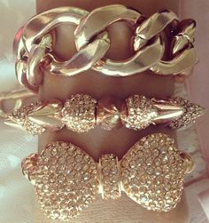 Who doesn't love gold... Perfect for today... <3...