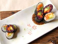 Kiddie Kimbap (꼬마김밥) for your snack or lunch at home, too.
