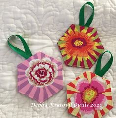 Easy Sunburst Ornaments Pot Holders, Quilts, Ornaments, Easy, Fabric, Projects, Color, Tejido, Log Projects