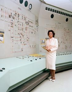 Annie Easley at NASA Glenn Research Center. In Easley began her career at NASA, then the National Advisory Committee for Aeronautics (NACA), as a human computer performing complex mathematical calculations. via NASA Nasa Pictures, Nasa Images, Hidden Figures, Nasa Astronauts, Stem Science, Weird Science, Image Of The Day, Space Travel, Time Travel