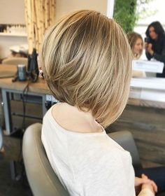 Nothing like a blonde bob ✨ removed a ton of internal weight from Natalia and just skimmed her external length ✂️ As for her color, Schöne A-Line Bob Haarschnitte Bob Blonde Bobs Up Weich Wirklich Partiell Natürlich Natalia Medium Low Medium Hair Styles, Short Hair Styles, Natural Hair Styles, Graduated Bob Haircuts, Graduated Bob Medium, Medium Layered, Layered Haircuts, Line Bob Haircut, Blonder Bob