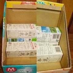 Cardboard Box Diy, Diy Cardboard Furniture, Karten Display, Diy And Crafts, Paper Crafts, Craft Markets, Play To Learn, Diy Box, Craft Storage