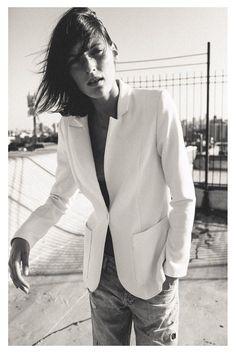 white blazer + distressed boyfriend jeans