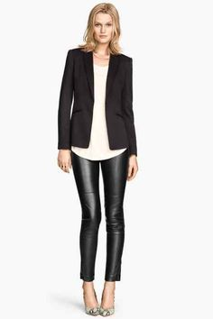 Imitation Leather Pants Slim fit pants in imitation leather with a regular waist. Concealed zips at hems. H&M Pants Leggings Legging Outfits, Leather Leggings Outfit, Leggings Outfit Fall, Faux Leather Leggings, Leggings Are Not Pants, Lederhosen Outfit, Black Leather Pants, Casual Outfits, Fashion Outfits