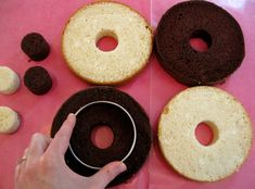 Checker cakes using cookie cutter circles