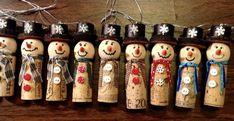 Christmas Ornament Crafts, Christmas Wine, Diy Christmas Gifts, Holiday Crafts, Christmas Decorations, Christmas Cooking, Snowman Ornaments, Modern Christmas, Christmas Items